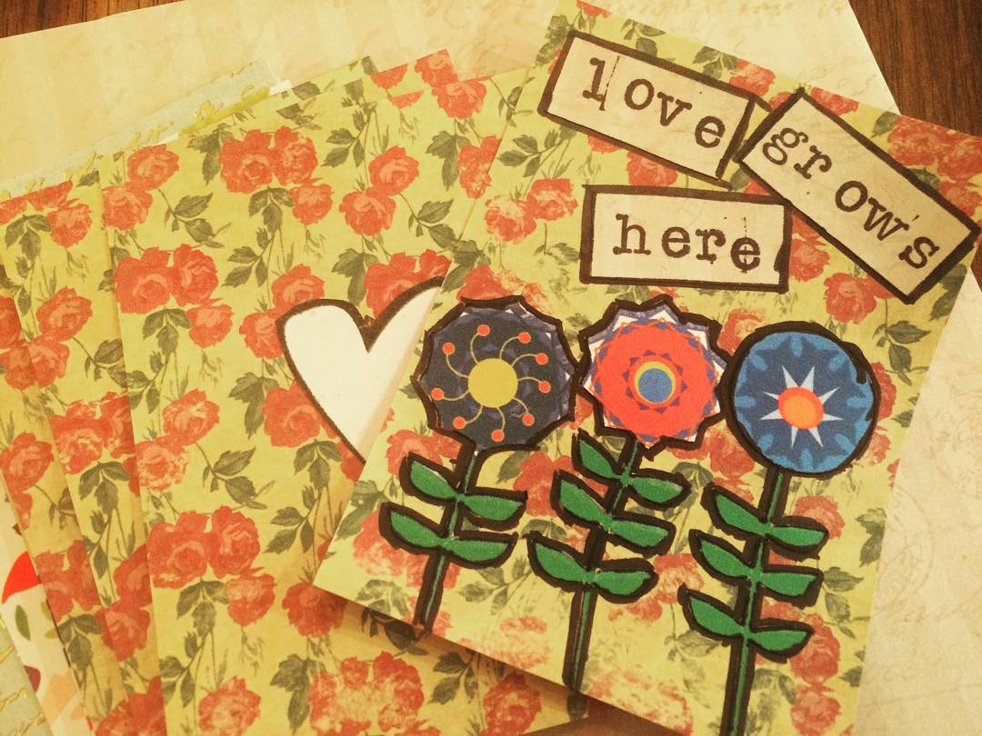 Did you download our latest Flower Clip Art freebie? If so, try this 5 minute DIY idea and make a set of these scrapbook cards.
