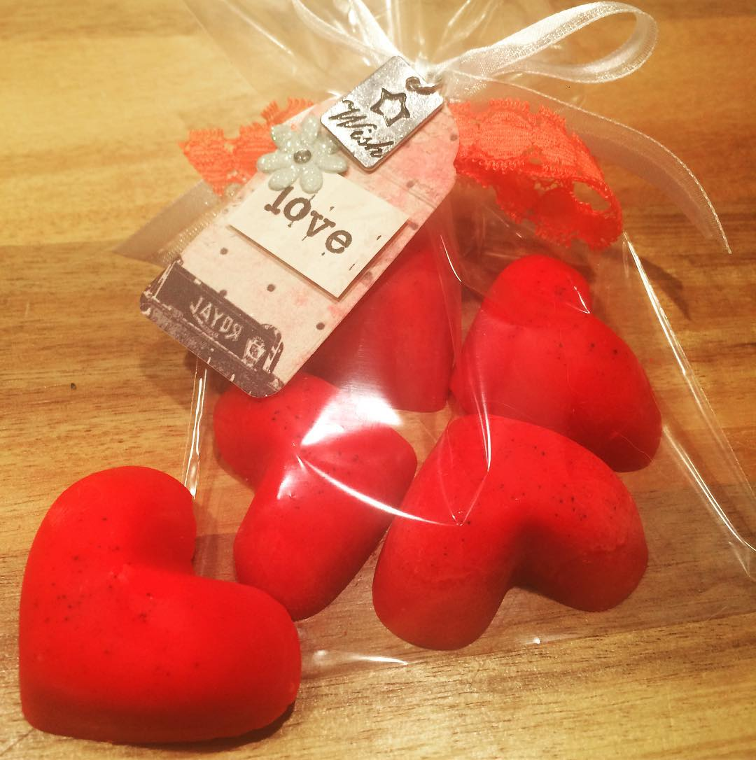Are you looking to save money over the holidays but still give something extra special to your friends and family? These hazelnut scented hearts are the perfect gift idea. The surprising thing is, they really aren\'t difficult to make!